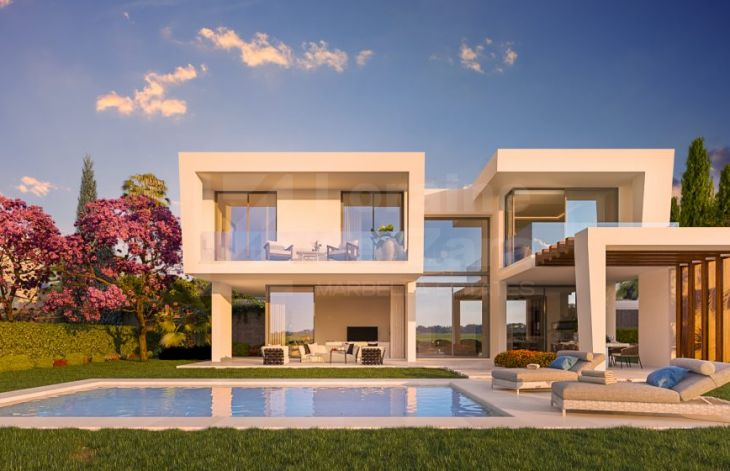 Development of independent villas next to golf course in Marbella East