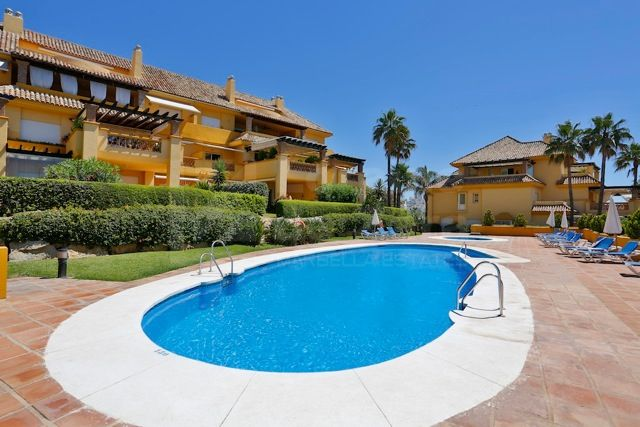Magnificent apartment with frontal views to the sea in Río Real Playa, Marbella
