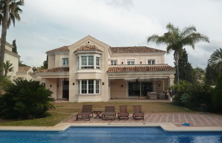 Spacious 5 bedroom villa by the sea in El Rosario, Marbella East