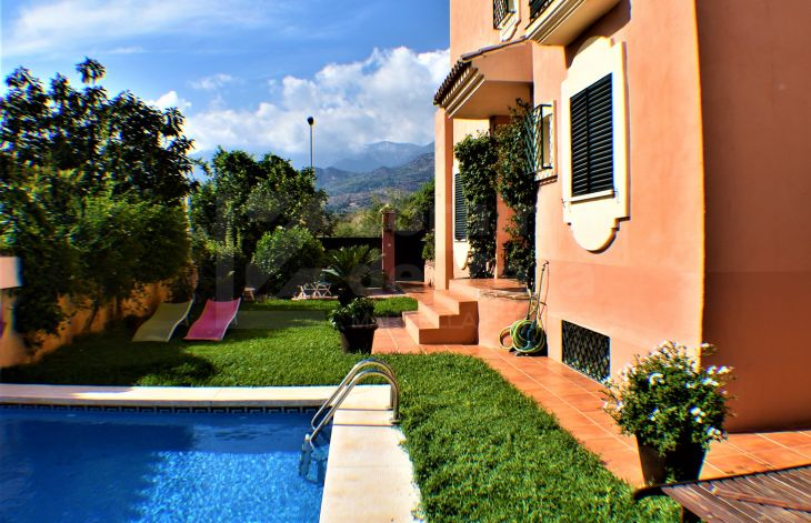 Beautiful detached house with panoramic views in Marbella East