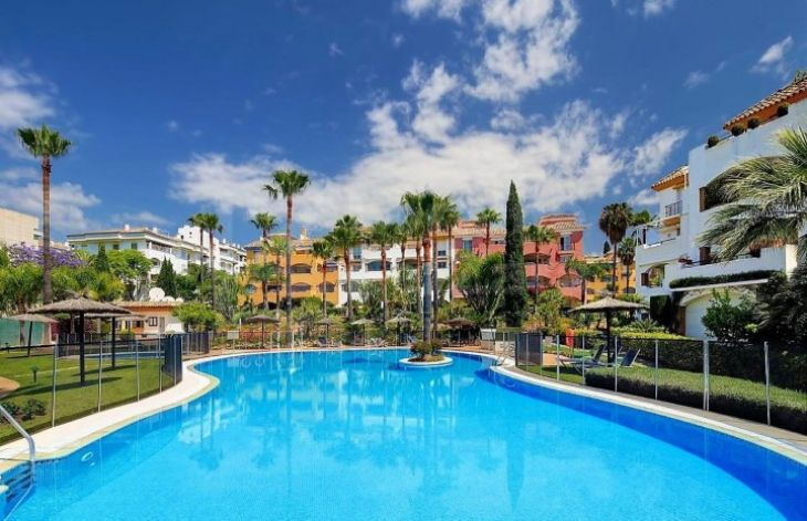 Spacious 2 bedroom ground floor apartment in a very sought after area of Marbella