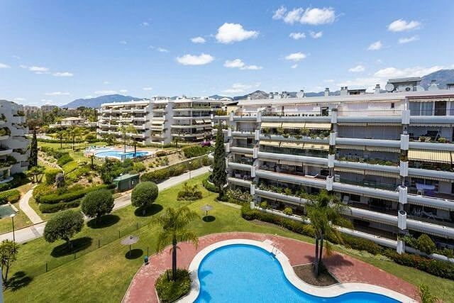 Spacious 3 bedroom apartment with garage in Guadalmina, Marbella