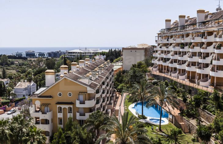 Location , location , location - Two bedrooms apartment at Aloha , Nueva Andalucía