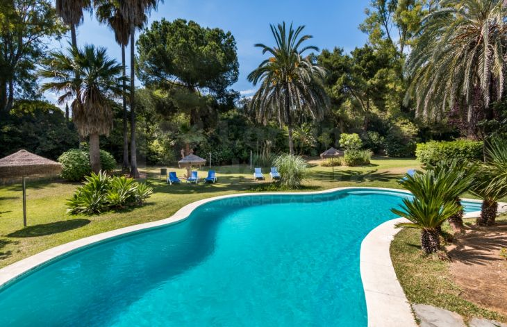 Spacious and sunny 2 bedroom apartment on the Golden Mile of Marbella