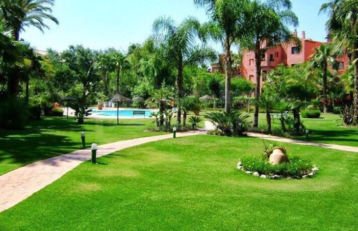 Spacious 3 bedroom apartment next to the beach in Marbella East.