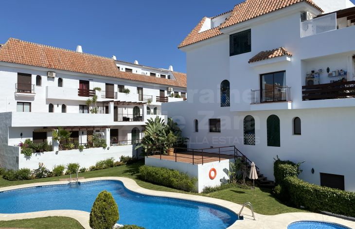 Sunny apartment with sea and mountain views on the Golden Mile of Marbella