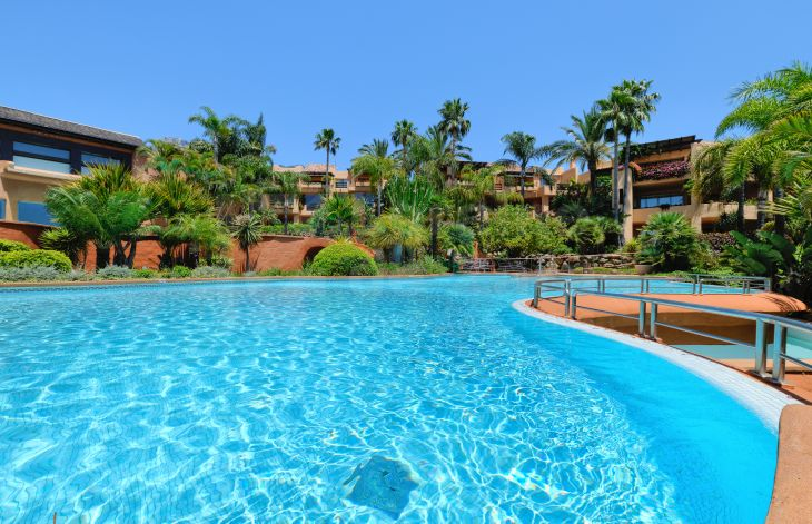 Spacious 2-bedroom apartment in the Mansion Club residential complex, Marbella