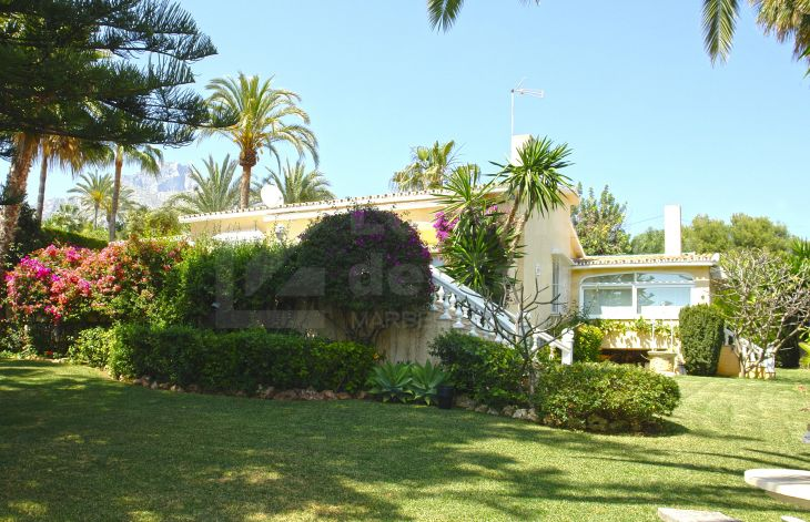 Splendid sunny villa on Marbella's Golden Mile