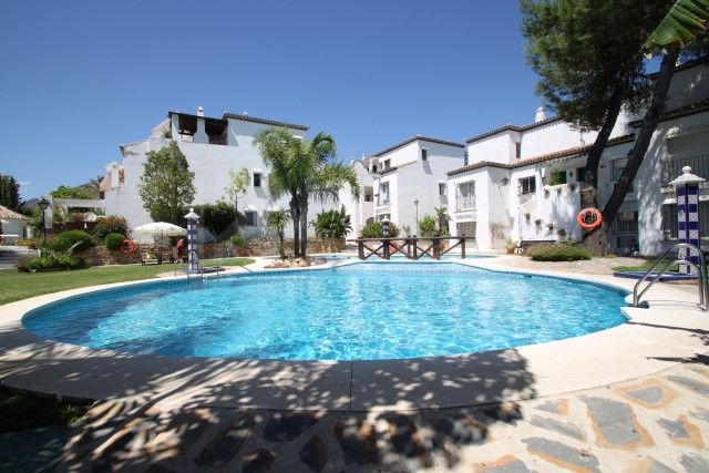 Bright three bedroom duplex penthouse in Cortijo de Nagüeles, Marbella