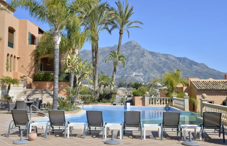 Spectacular 5 bedroom apartment with sea views in Nueva Andalucia, Marbella