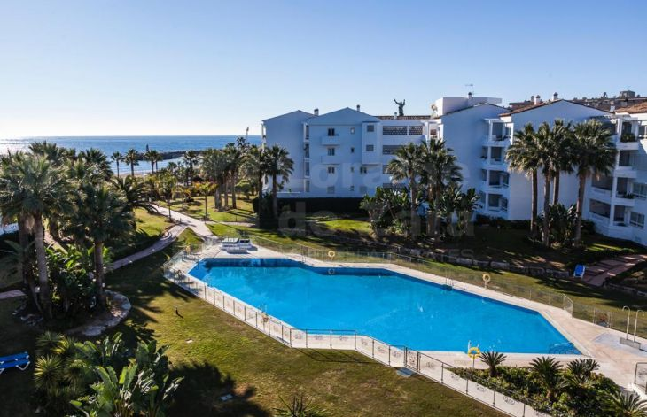 Duplex apartment on the beachfront in Puerto Banús, Marbella