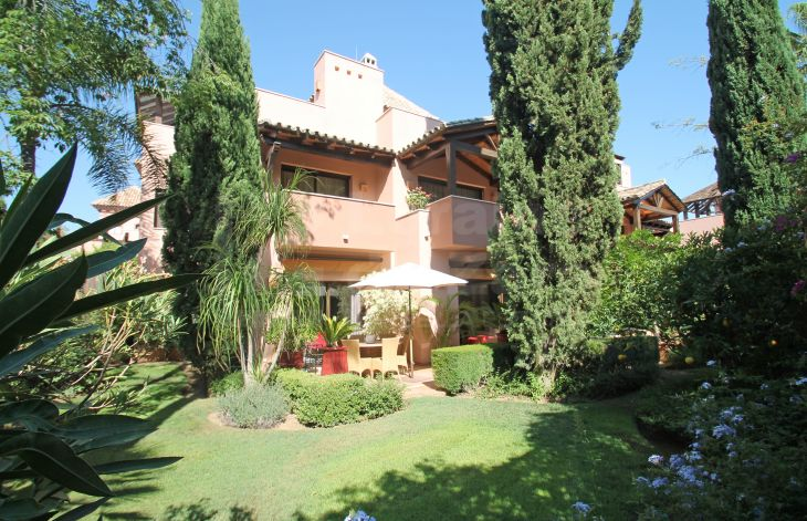 Large townhouse in a private complex of 14 apartments on the Golden Mile of Marbella