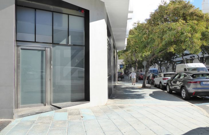 Large two-floor commercial space in Marbella center