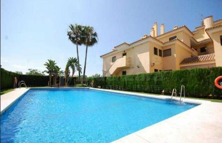 Two bedroom apartment with garage near the sea in San Pedro de Alcántara, Marbella
