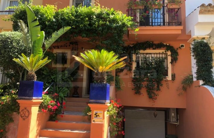 Beautiful townhouse in a private urbanization next to Puerto Banús, Marbella