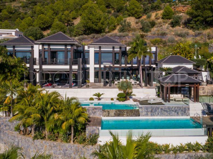 villa for sale in cascada de camojan with 8 bedrooms