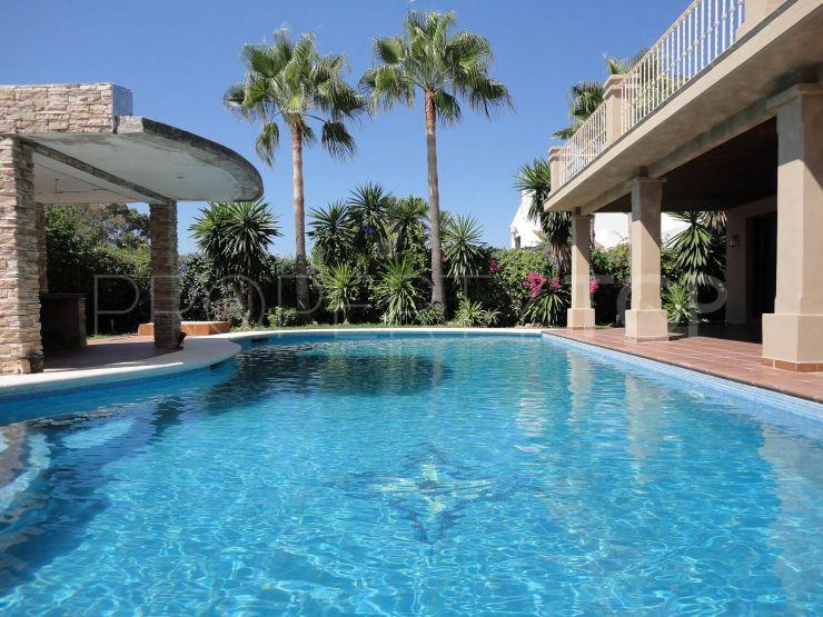 Villa a la venta con 3 dormitorios en Oasis de Marbella, Marbella Golden Mile   Nevado Realty Marbella