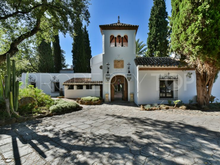 For sale cortijo in Estepona with 11 bedrooms | Villas & Fincas