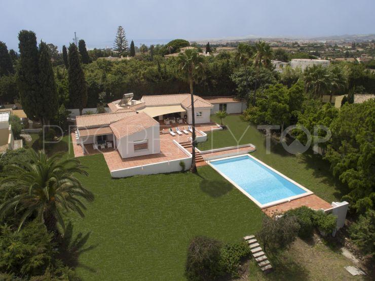 For sale villa with 4 bedrooms in Estepona | Benimar Real Estate