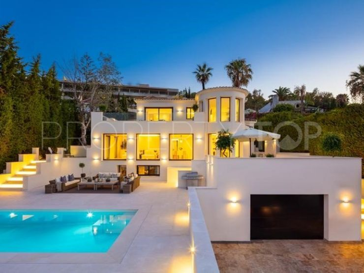For sale Nueva Andalucia villa with 5 bedrooms | Strand Properties