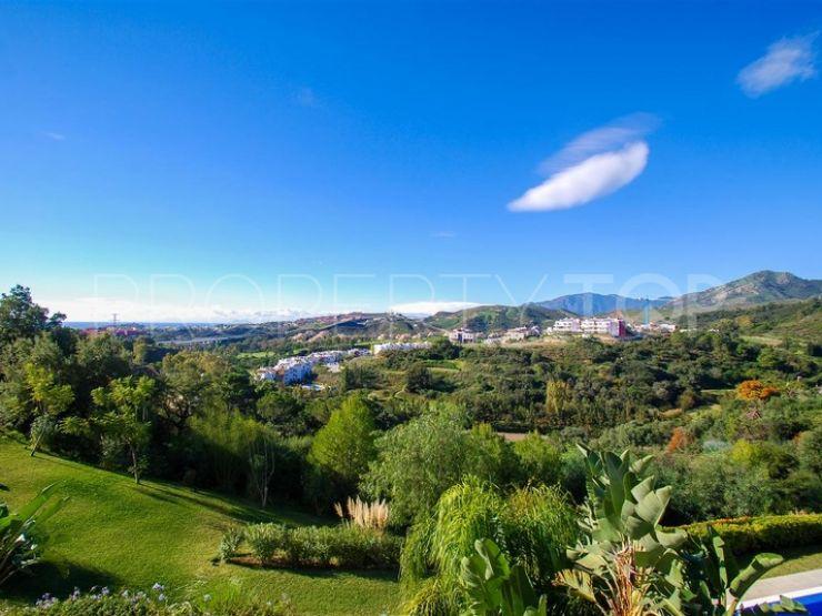Duplex penthouse with 4 bedrooms for sale in Los Almendros, Benahavis | Terra Meridiana