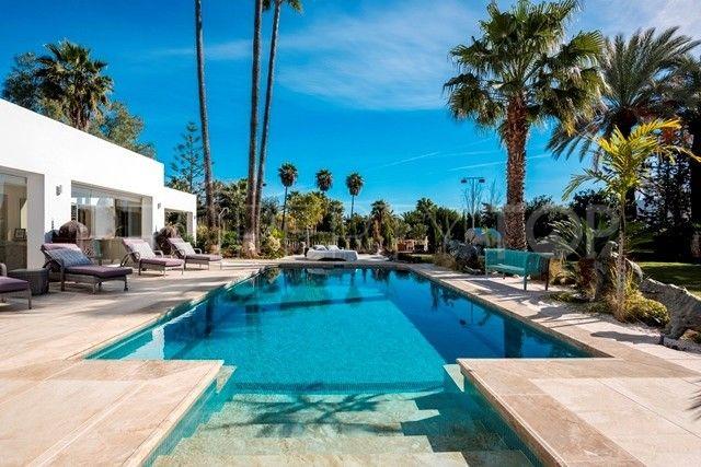 5 bedrooms villa for sale in El Paraiso, Estepona | Inmobiliaria Luz