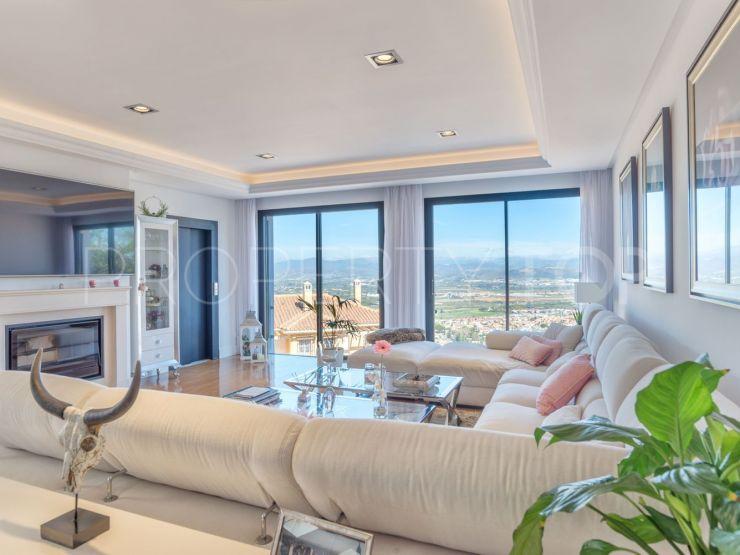Comprar villa en Los Manantiales con 4 dormitorios | Keller Williams Marbella