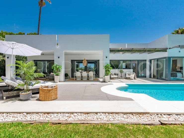 Villa for sale in Nueva Andalucia with 4 bedrooms | Lucía Pou Properties