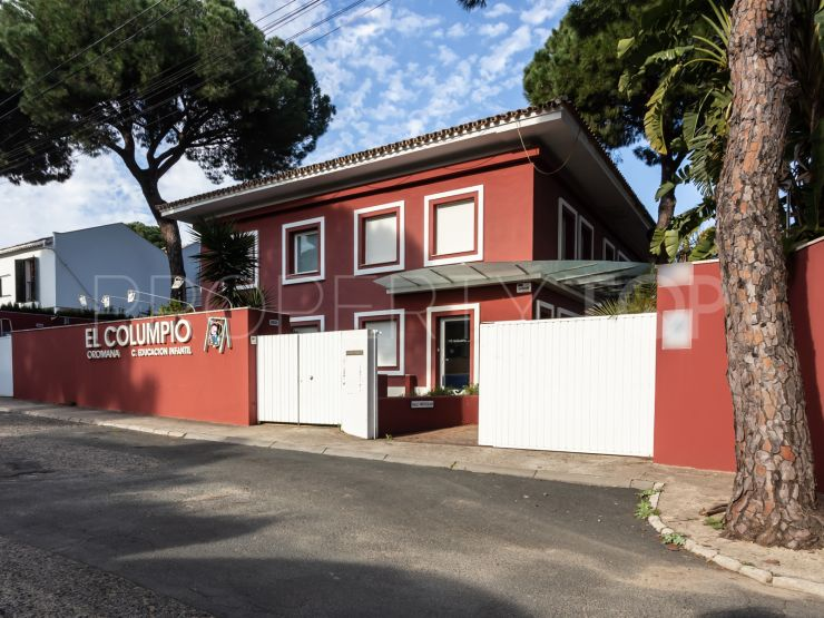 Chalet for sale in Oromana with 7 bedrooms | Seville Sotheby's International Realty