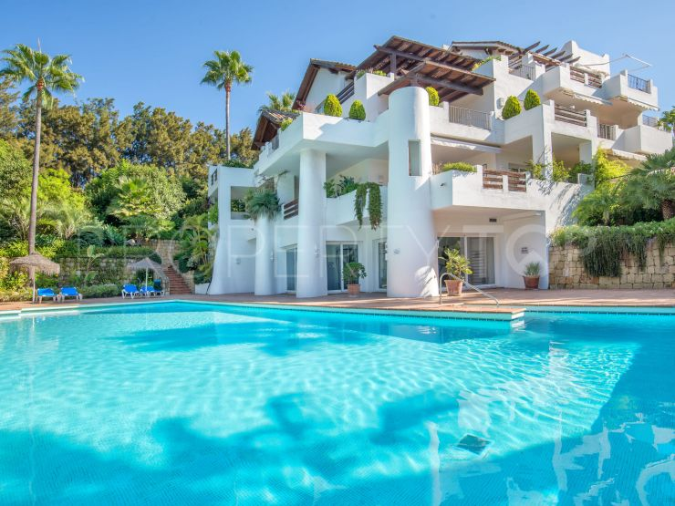 For sale apartment with 3 bedrooms in Alcazaba Beach, Estepona | Marbella Hills Homes