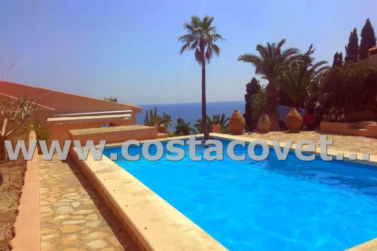 El Campello, Charming Mediterranean house in Spanish architectural style with pool in la Coveta Fuma