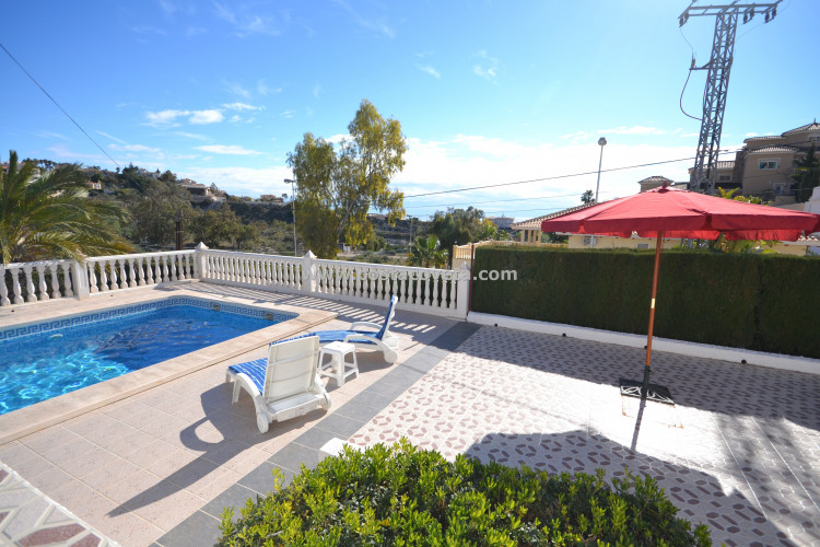 Beautiful villa with pool and sea views