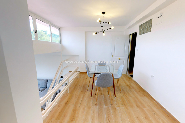 Fully refurbished 1st floor apartment near the beach
