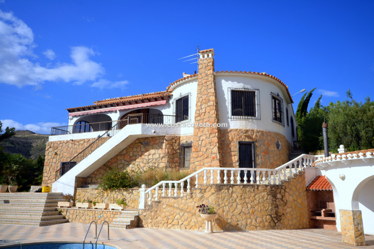 Wonderful property with pool near the beach at Venta Lanuza
