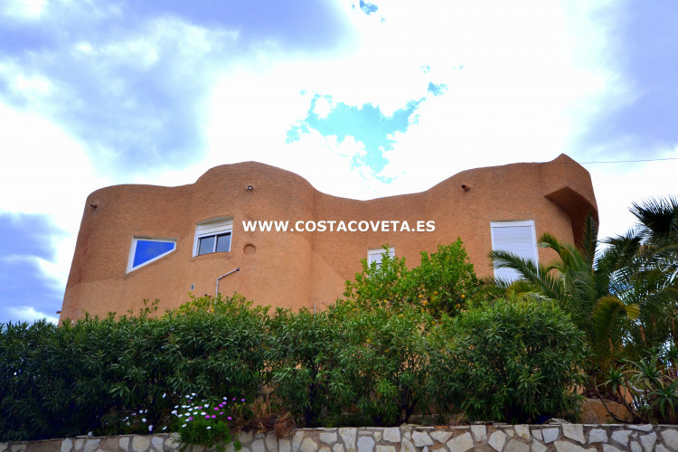 Charming Ibiza style house in need of complete renovation in la Coveta Fuma