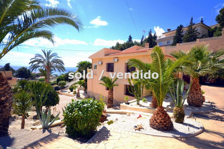 Very elegant Mediterranean property with impressive sea views in la Coveta Fuma