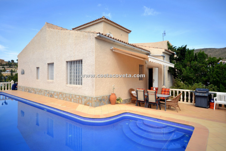 Wonderful detached villa with pool at la Coveta Fuma