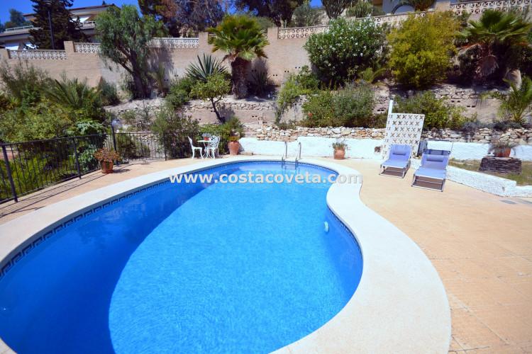Fantastic detached villa with pool in la Coveta Fuma