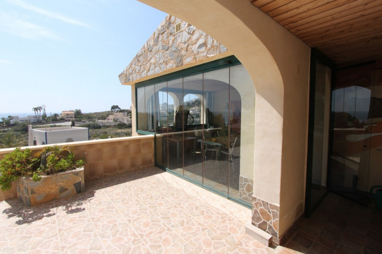 Impressive property with unique views to the Mediterranean with apartment in Campello