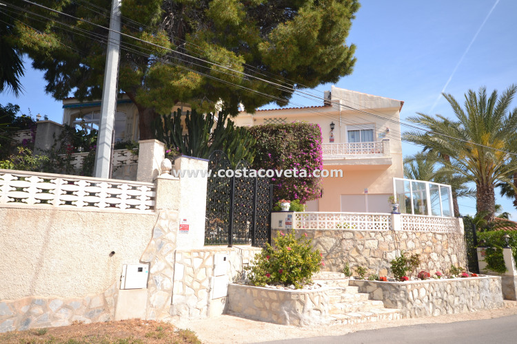 El Campello, Cosy property in privileged location of la Coveta Fuma