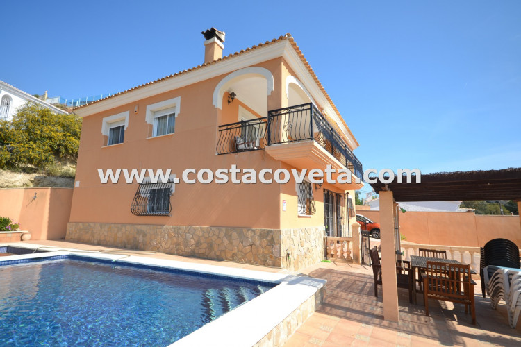 El Campello, Villa in excellent condition with pool and Jacuzzi at La Coveta Fuma