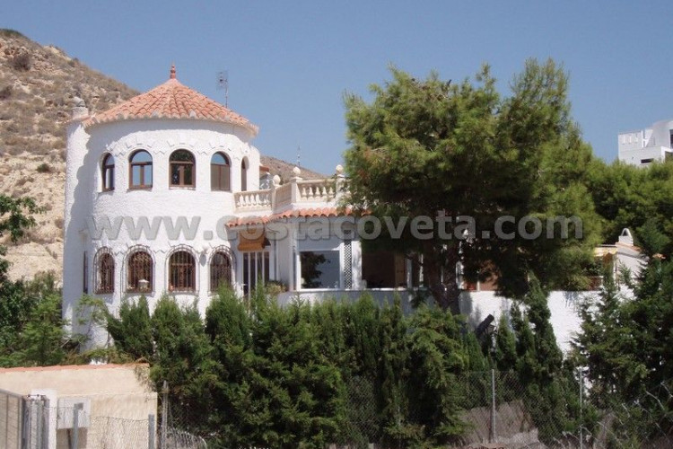 El Campello, Large villa with garden in the Coveta Fuma El Campello.
