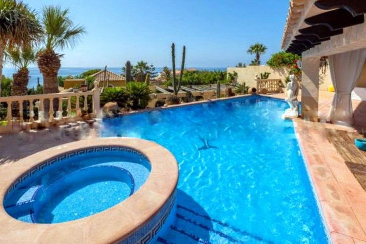 El Campello, Wonderful detached villa with pool near the beach at la Coveta Fuma - el Campello