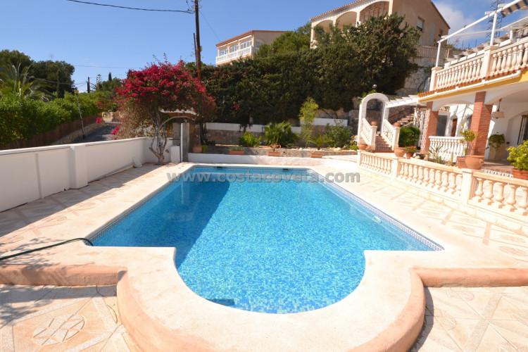 El Campello, Villa with pool on the second line of sea.