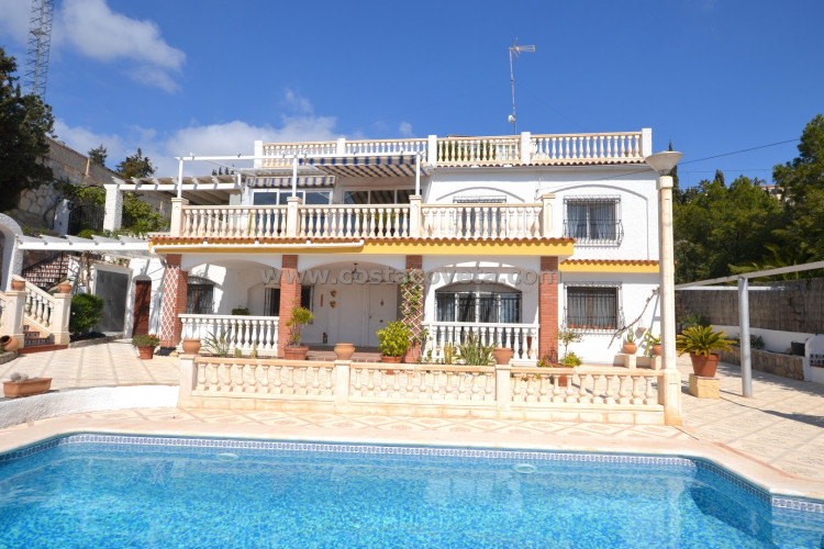 El Campello, Villa with pool on the second line of sea.