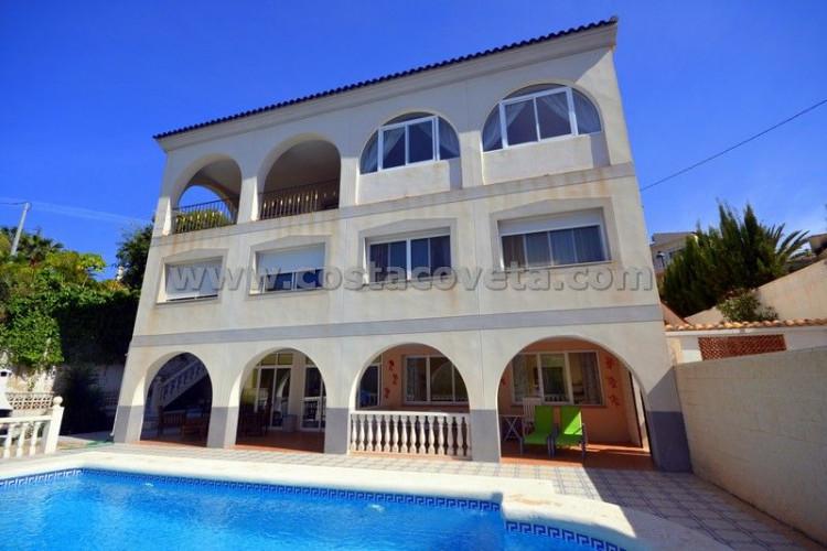 El Campello, Beautiful villa with large garden and pool in the Coveta Fuma el Campello.