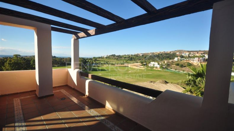 Benahavis, penthouse with golf views in Las Lomas del Conde Luque