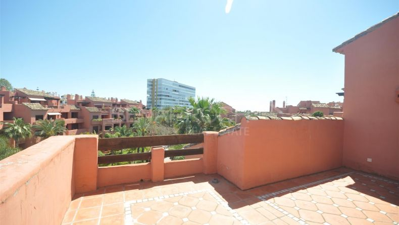 Marbella East, Duplex penthouse close to the beach