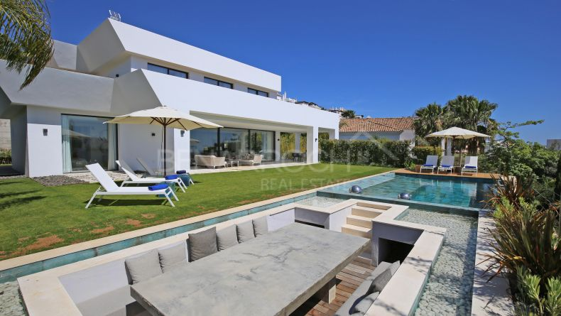 Benahavis, Capanes Sur, Contemporary style villa with views