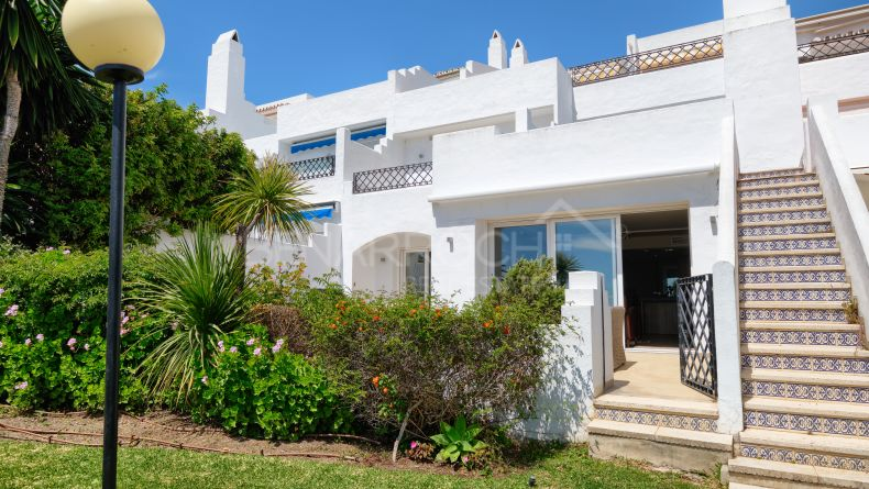 Duplex apartment in Los Altos del Paraiso, Estepona